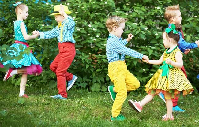 Dancing kids 04